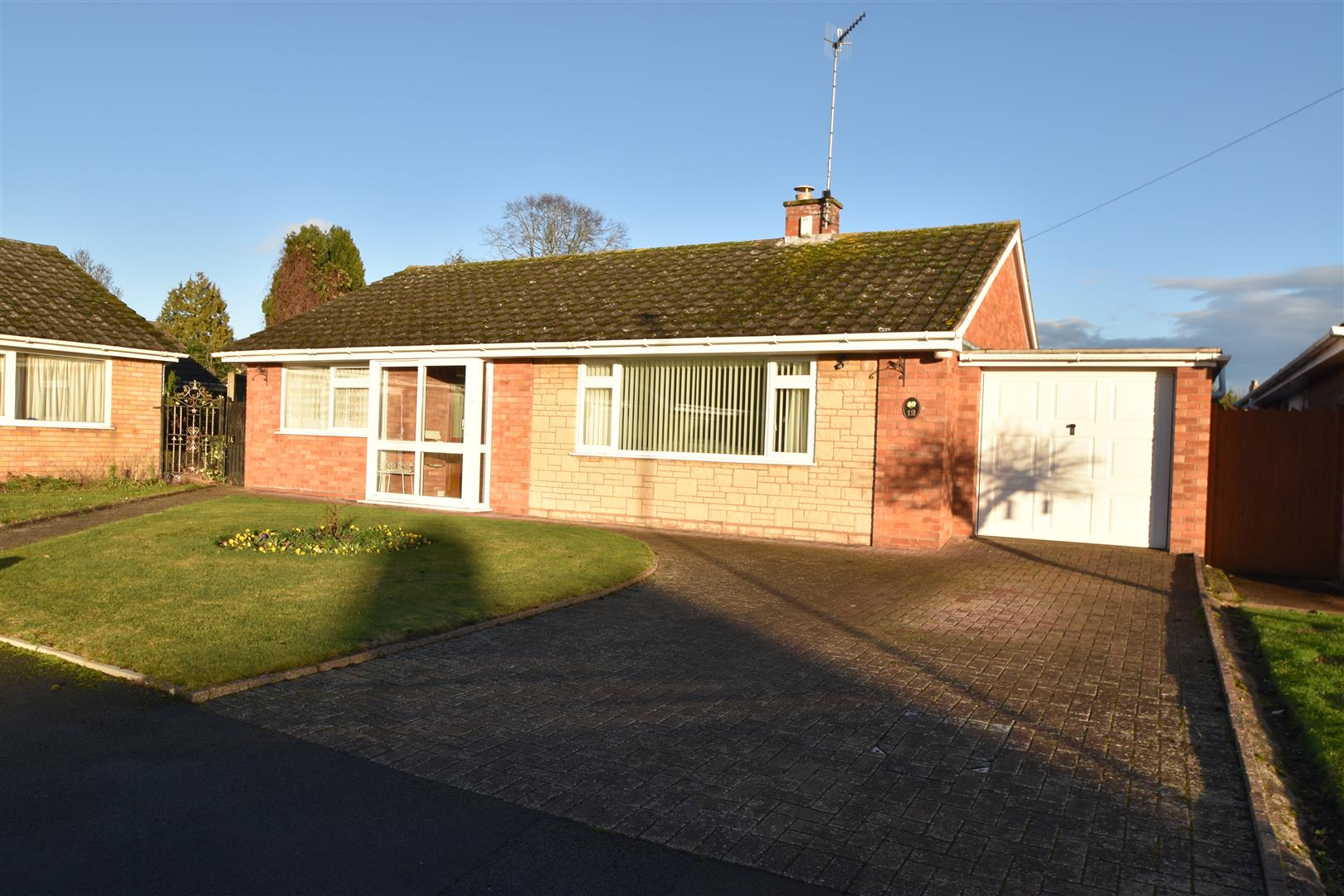 3 Bedrooms Detached Bungalow for sale in Charnwood Close, Worcester